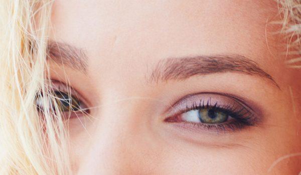 Augenbrauen Korrektur
